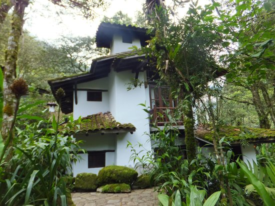 Inkaterra Machu Picchu Pueblo Hotel: Accommodation tucked away in the forest.