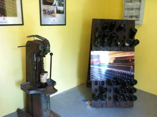 Arsonval, France : The old tools for turning the bottle and corking