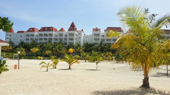 Luxury Bahia Principe Runaway Bay Don Pablo Collection : Hotel view from the beach