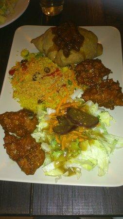 Chilimosa Vegetarian Food: El plato variado de comida hindú