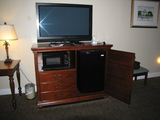 BEST WESTERN Key Ambassador Resort Inn: tv, microwave, refrigerator