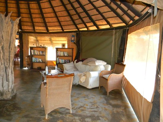 Africa on Foot Camp : common area with reading materials and comfy chairs