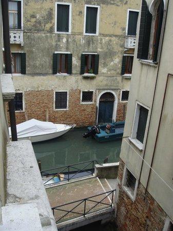 UNA Hotel Venezia: Vista do quarto