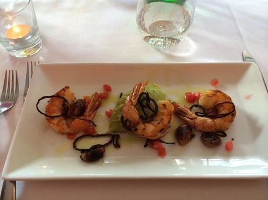 D'Floret Restaurant: shrimp appetizer