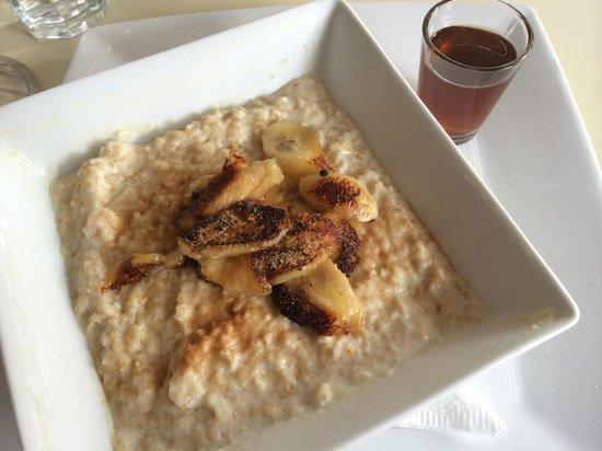 Thyme Cafe Bar: Porridge with carmelized bananas