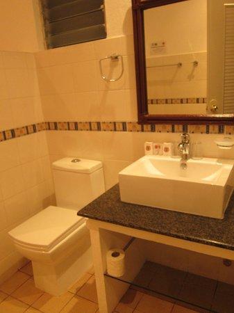Alona Vida Beach Resort: Bathroom