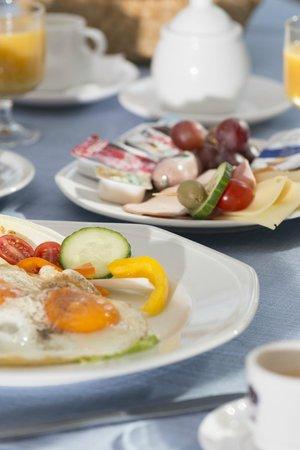 Hotel Adler: Frühstück alles inklusive