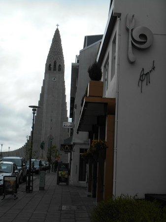 Hallgrimskirkja: View of the church outside