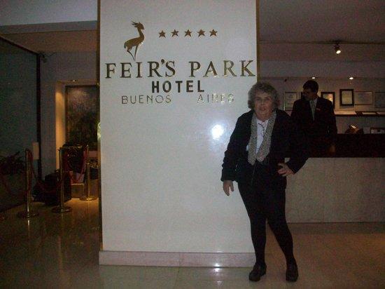 Feirs Park Hotel: Chegando ao hotel: a matriarca da família :)