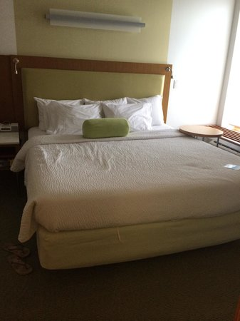 SpringHill Suites Cincinnati Airport South : The Comfortable King bed.  I messed up the bed spread by sitting on it lol. The jacuzzi is to th