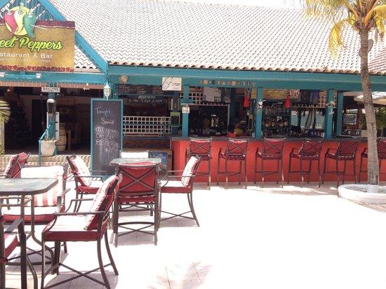 Caribbean Palm Village Resort: Nice bar area