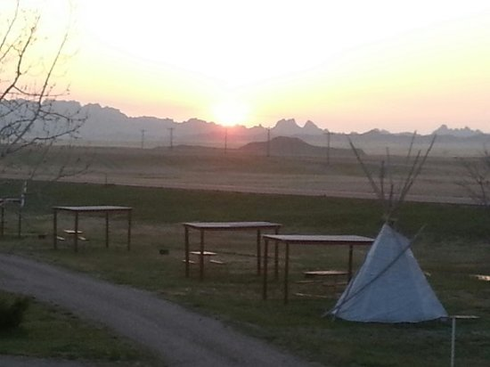 Badlands Interior Motel and Campground: Sunrise