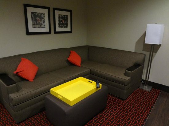 Homewood Suites by Hilton Denver Downtown-Convention Center: Sitting Room Area