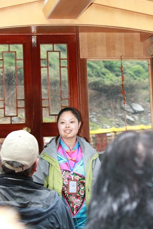 Shennv Stream: Our Tour Guide Lisa was very nice and informative!