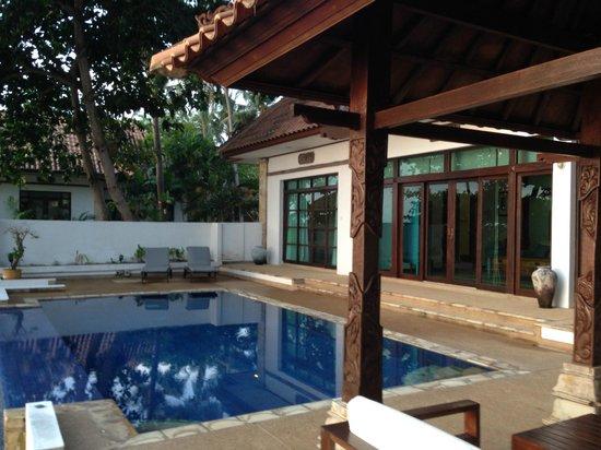 Villa Aarya: looking at house