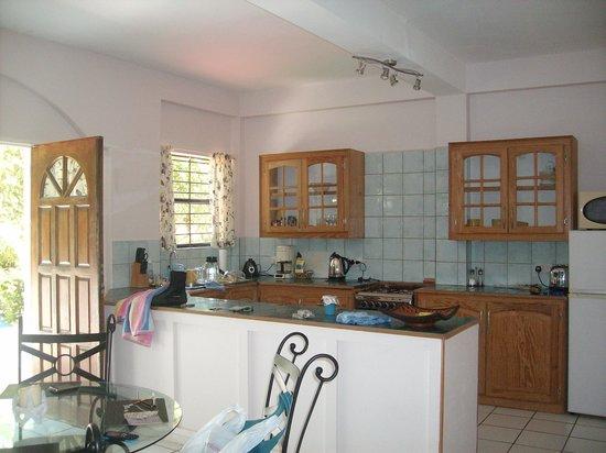 Blue Skies Apartments: Kitchen Area