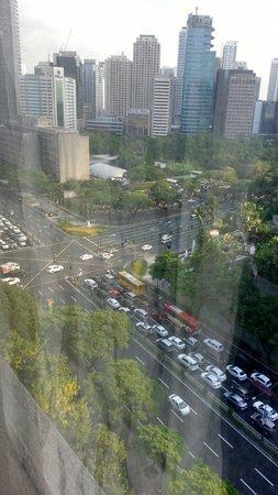Makati Shangri-La Manila: Early morning view frm room