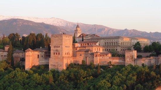 Mirador de San Nicolas: アルハンブラ宮殿の夕景