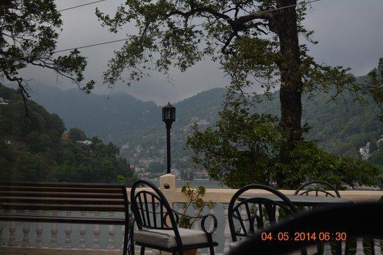 Hotel Himalaya: evening tea at balcony