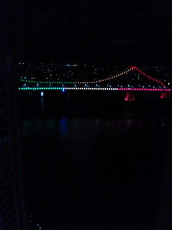 Brisbane Marriott Hotel: View of the Story Bridge at night from our room