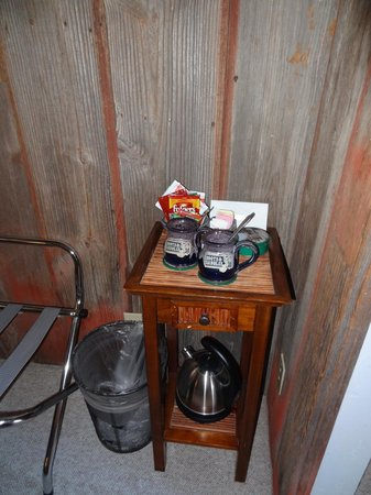 Boots and Saddles : Coffee and tea in room