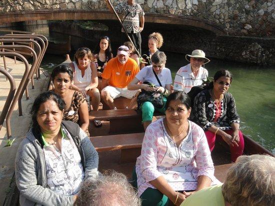 Polynesian Cultural Center: canoe ride