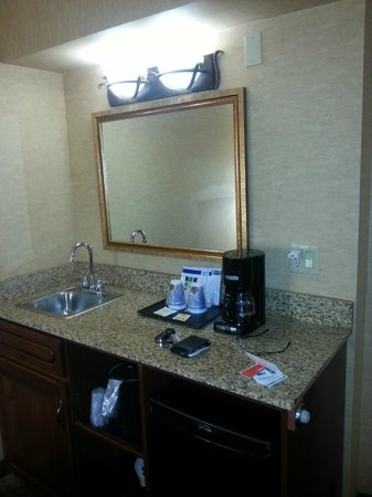Holiday Inn Express Hotel & Suites Tempe: coffee area