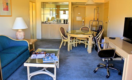DoubleTree by Hilton Hotel Alice Springs: living / dining