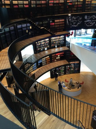 Library of Birmingham: interior