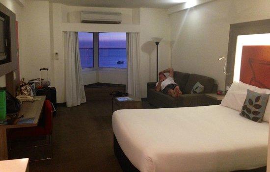Novotel Darwin CBD: room spacious