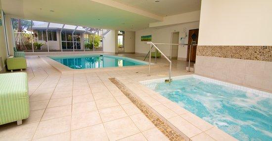 Hi Surf Beachfront Resort Apartments: Indoor Pool & Spa