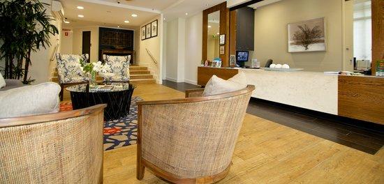 Hi Surf Beachfront Resort Apartments: Reception/Tour Desk