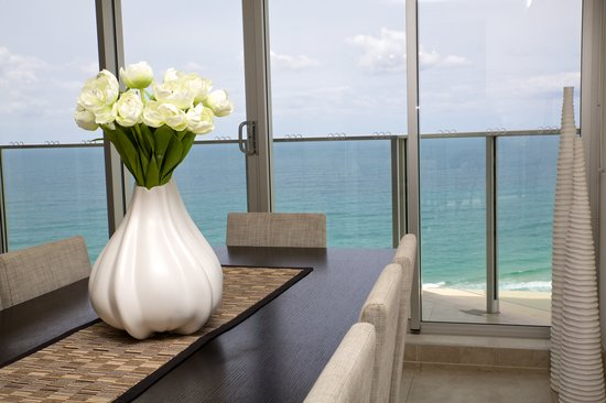 Hi Surf Beachfront Resort Apartments: Views from Dining/Lounge Area