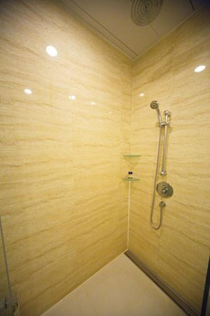 iclub Wan Chai Hotel: Shower