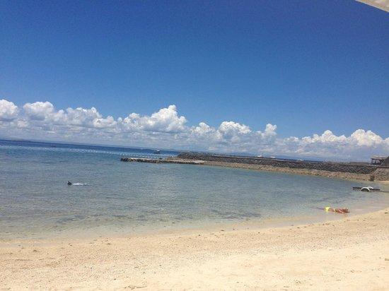 Plantation Bay Resort And Spa: Sicht auf das Meer vom Strand