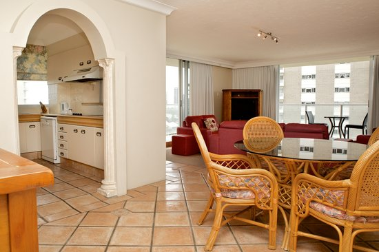 Hi Surf Beachfront Resort Apartments: Two Bedroom Two Bathroom Apartment - Kitchen/Dining Area
