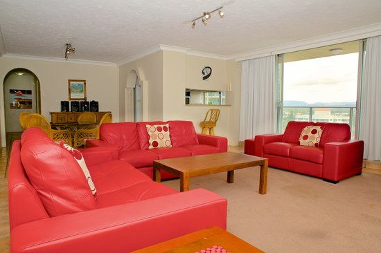 Hi Surf Beachfront Resort Apartments: Two Bedroom Two Bathroom Apartment - Lounge/Dining Area