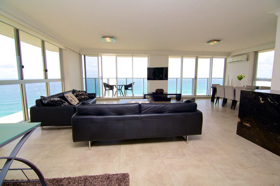Hi Surf Beachfront Resort Apartments: Two Bedroom Two Bathroom - Lounge/Dining Area