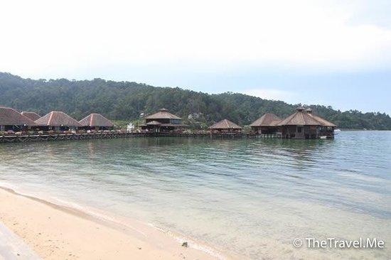 Gayana Marine Resort: 沙灘非常小,沙粒粗大,水也不清