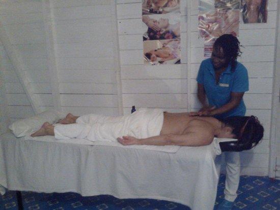 Natasha's One Love Massage Spa: Natasha doing a massage