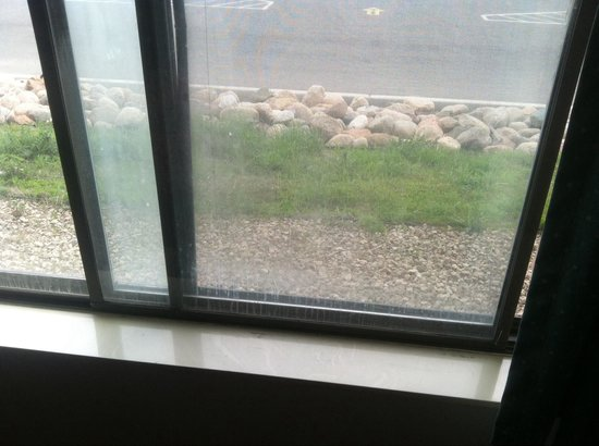 Days Inn St. Cloud: Dirty windows