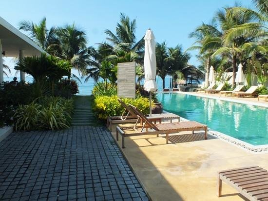 Villa Aria Muine: Pool and restuarant area