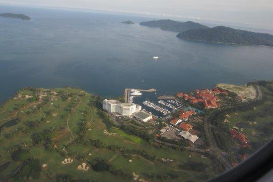 Sutera Harbour Resort (The Pacific Sutera & The Magellan Sutera): 手前がパシフィックで、奥がステラリゾート