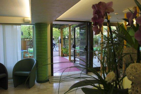 Hotel Smeraldo : l'ingresso semplice ed accogliente