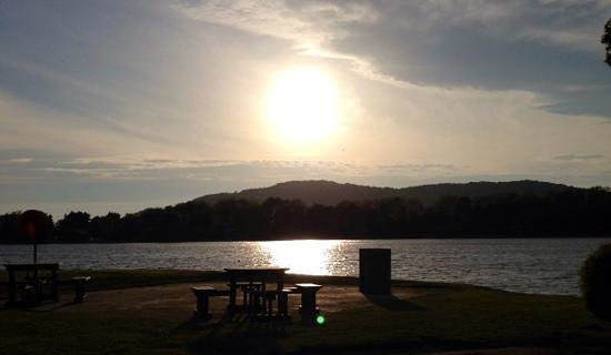 Pine Lake Resort: Sunset on the lake