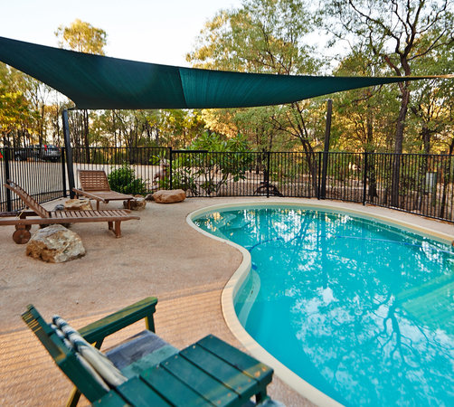 Sapphire Caravan Park: Relax by the Pool