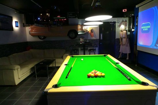Tomaria Bed and Breakfast: Pool and games room with gym next to it