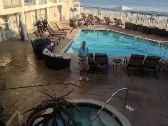 Beach Terrace Inn: Richard, our favorite employee!