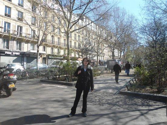 Hôtel Victor Massé : metro satation near hotel