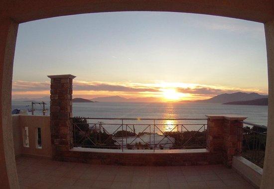 Hotel Thea - Studios & Suites: Μοναδική θέα στην θάλασσα